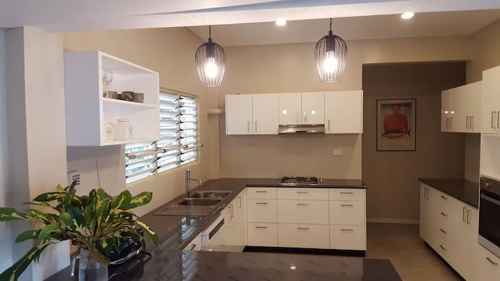 Modern ground floor air conditioned apartment
