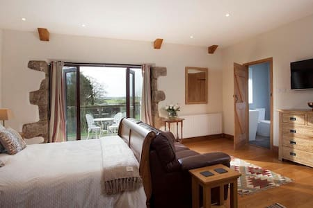 The Slate Room at The Linhay - North Tamerton - Bed & Breakfast