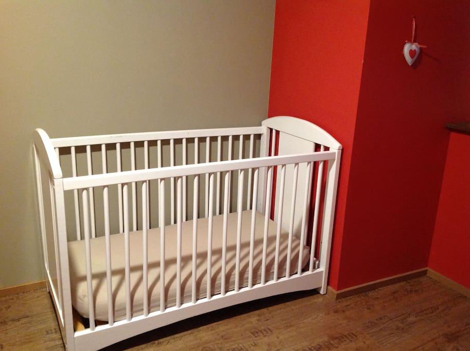 Chambre : Lit bébé avec matelas 2e étage