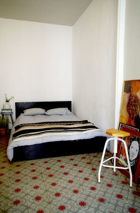 Stanza nel barrio gotico appartamenti in affitto a for Stanza in affitto barcellona