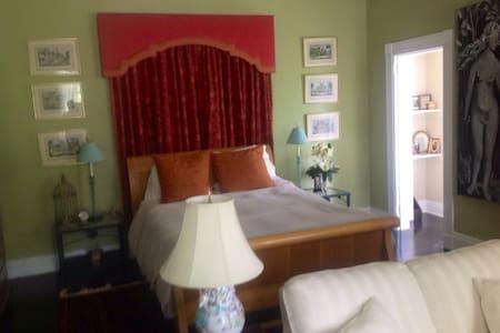 Adam & Eve Room - Bed & Breakfast