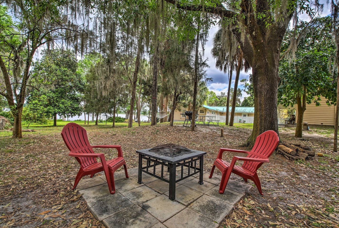 This charming vacation rental property overlooks beautiful Lake Rousseau!