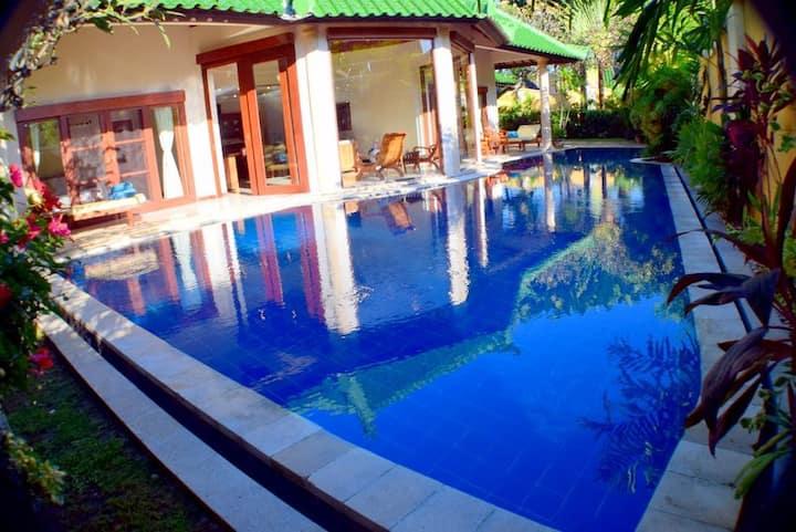 Massive Luxury Villa -Private Large Pool & Maid