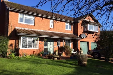 Large detached house and garden - Cardiff - Hus