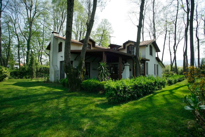 Fairy-tale Holiday Villa by a Lake - Sapanca