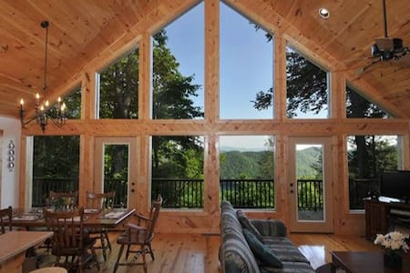Misty Laurel Chalet - Great views! - Topton - Hus