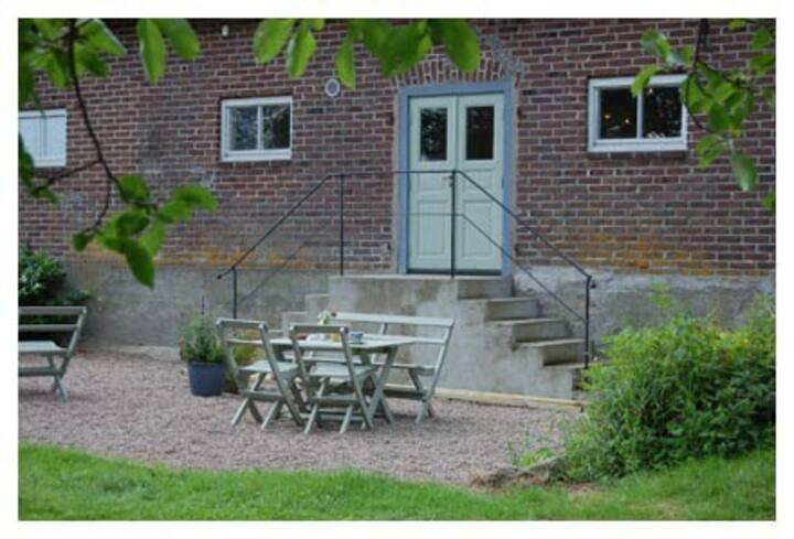 Åshallsgården - lantlig miljö, med självhushåll