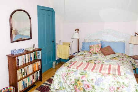 Park Ave Guest Room--Best location! - Rochester