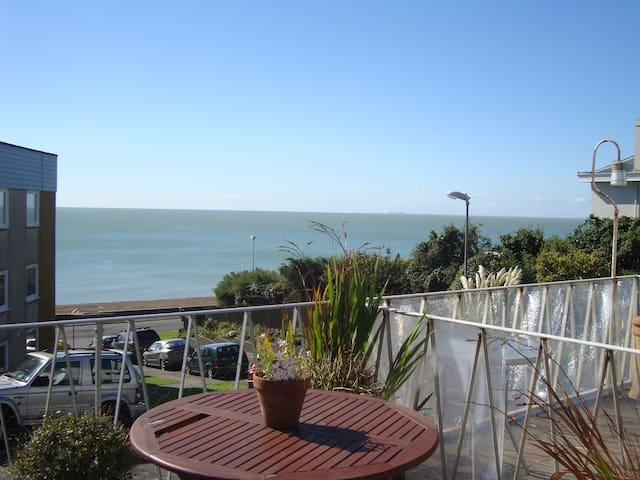 I Do Like To Be Beside The Sea. - Sandgate - Casa