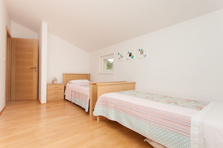 Twin room space available to fit cot or pull out child's bed. lovely views of the pool.