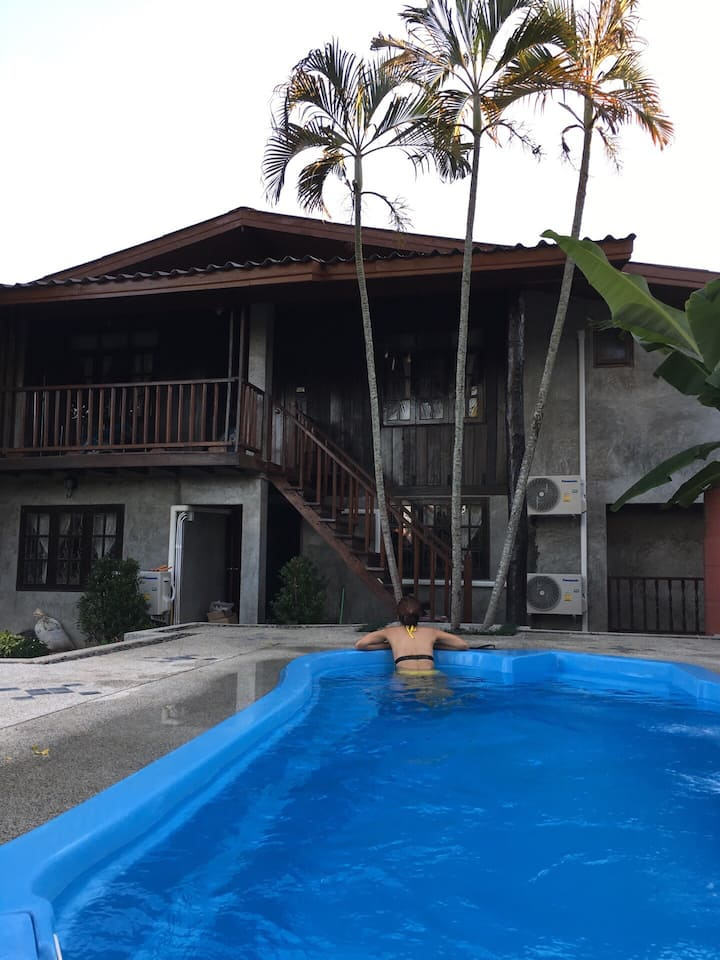 Bed&Breakfast+spa pool+free motorbike+private bath