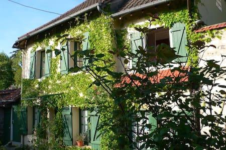 Studio Rez de jardin à Giverny    - Giverny - House