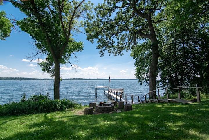 Carter Cottage - Private Lakefront Getaway