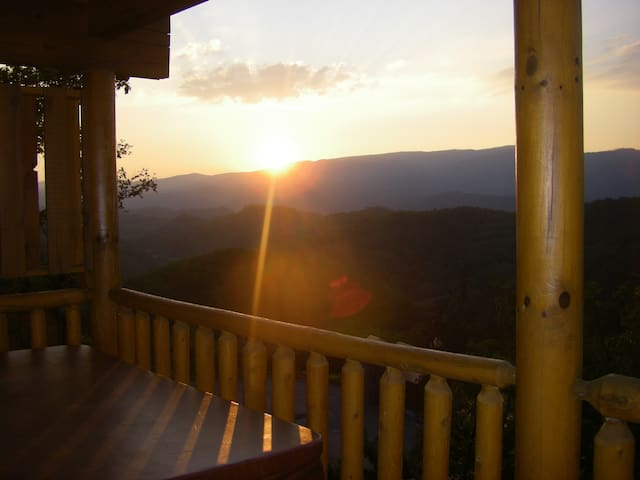 Heaven's Window - Luxury Log Home - Amazing Views