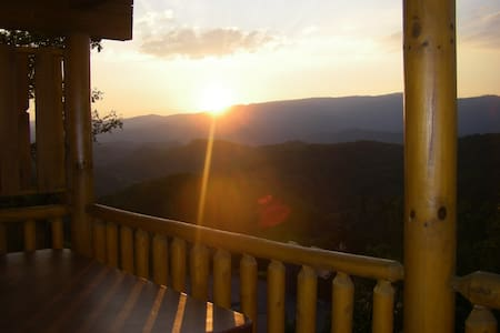 Heaven's Window - Luxury Log Home - Amazing Views - 赛维尔维尔(Sevierville) - 小木屋