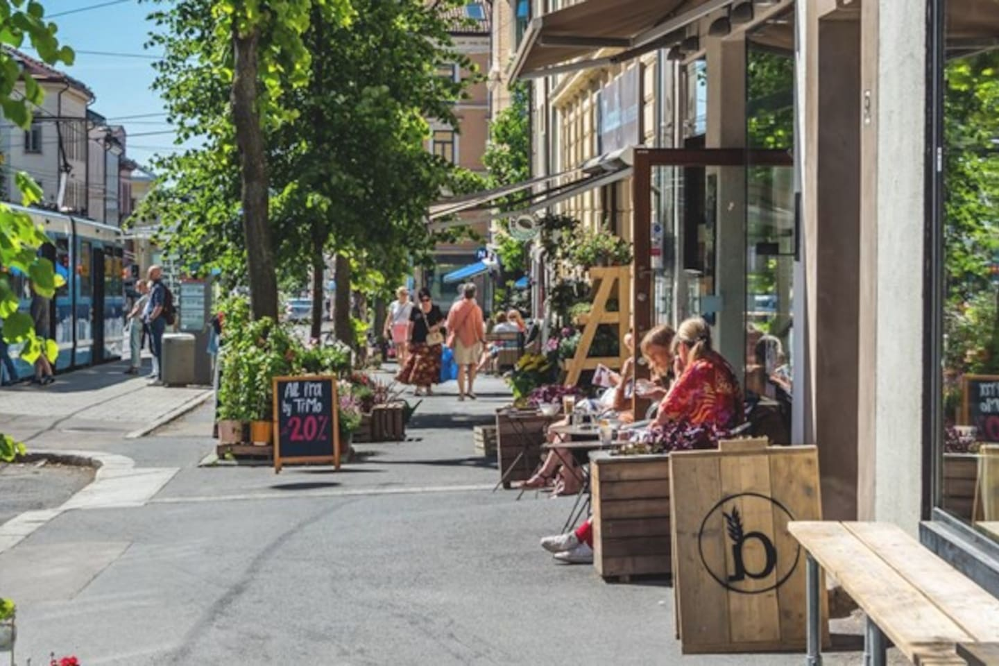 Entrance of the building is just behind those two women on the right side, enjoying a coffee on the neighbor coffee shop! Beautiful area called Torshov, next to Grünerløkka. The tram stop on the left  takes you all over the city (The Castle, Aker Brygge, Oslo Central Station, National theatre, Majorstuen, and many more. 3 different tram lines). I use it every day to get around :)
