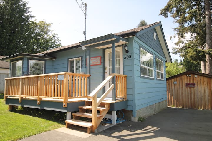 AMAZING 1 BEDROOM HOUSE AT GIBSONS MARINA