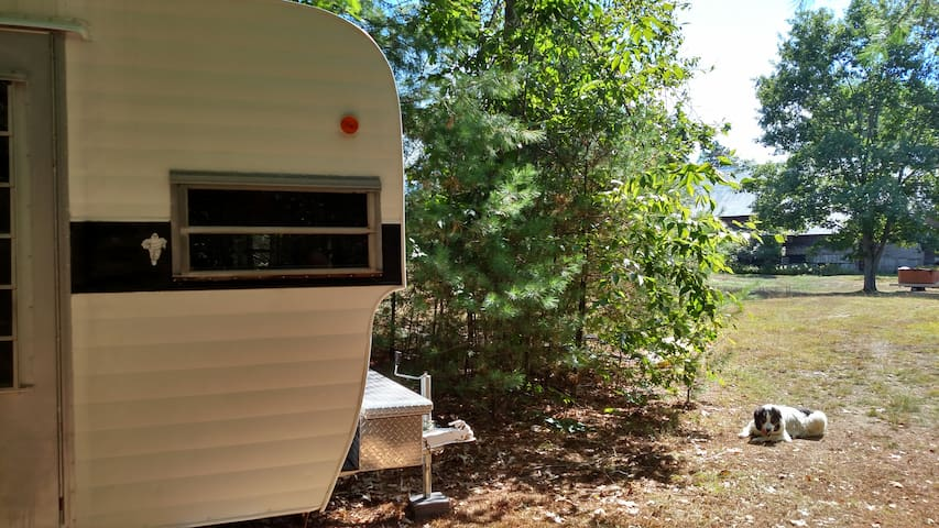 1971 Cozy Retro Mini Camper @ Breakwind Farm - Hopkinton - Bobil