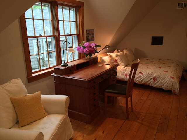 Room for the Writer in You - West Tisbury - Talo