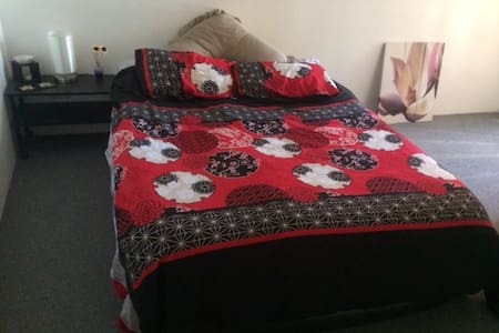 Inviting room available in Maroubra, all welcome! - Maroubra - Lägenhet