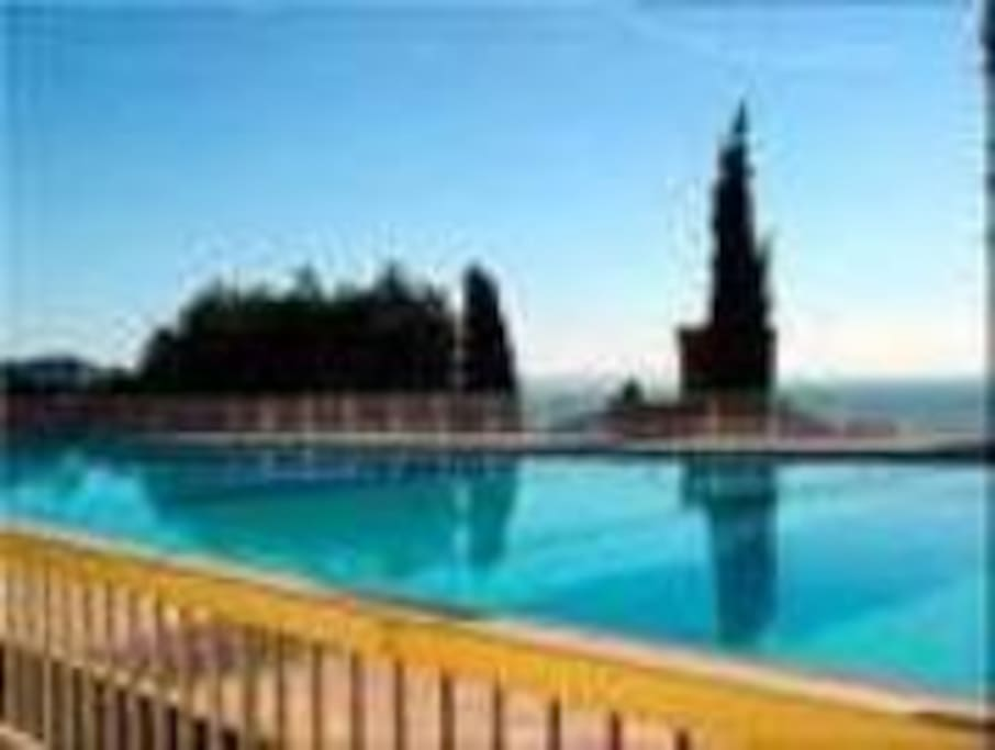 Autre vue de la piscine, dominant la mer ... que dire ?...
