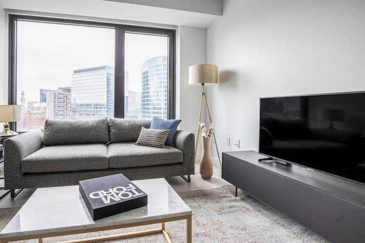 Roomy Seaport 1BR w/ Doorman, Gym, Pool, near ICA, by Blueground(BOS166)