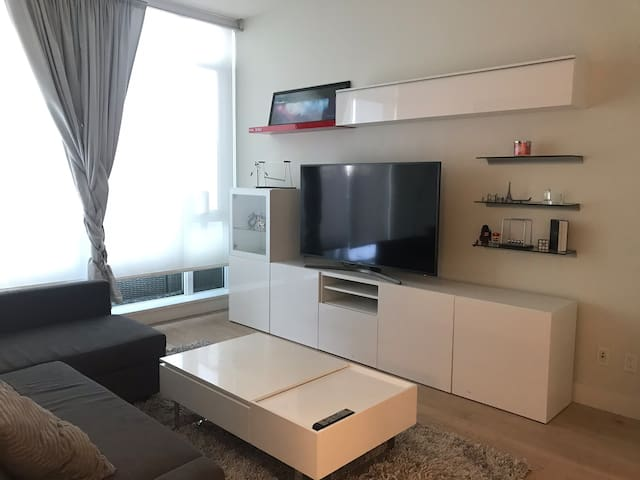 Modern 1 Bd Condo by Stampede Park + Free Parking