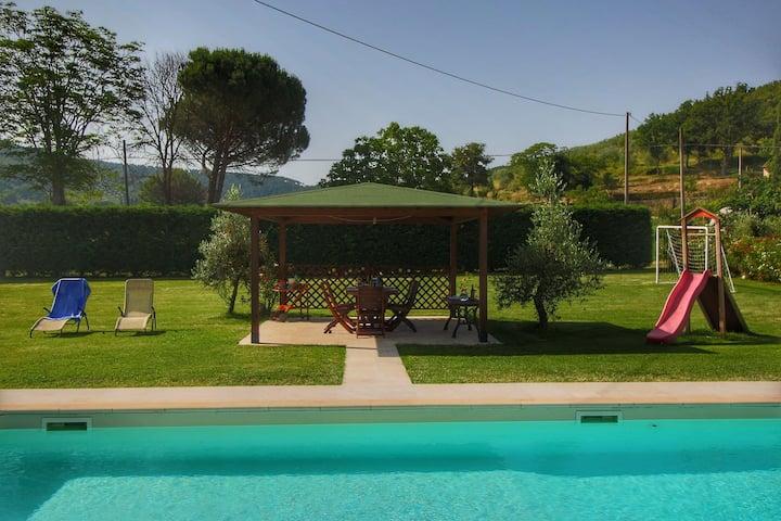 Geräumiges Bauernhaus mit Pool in Castiglion Fiorentino