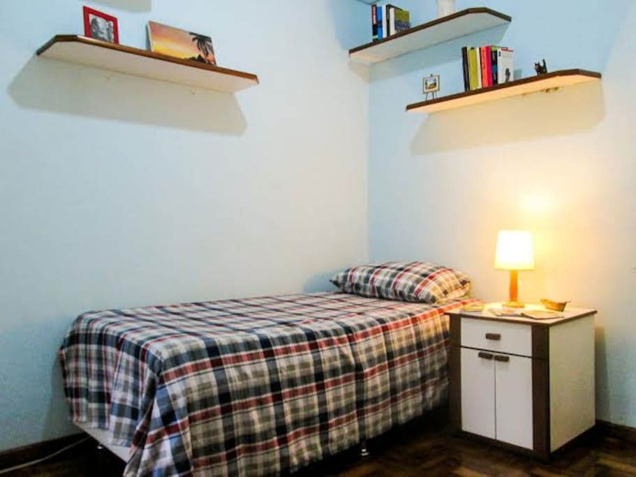 Este é quarto, aconchegante e silencioso, ideal para quem busca tranquilidade.