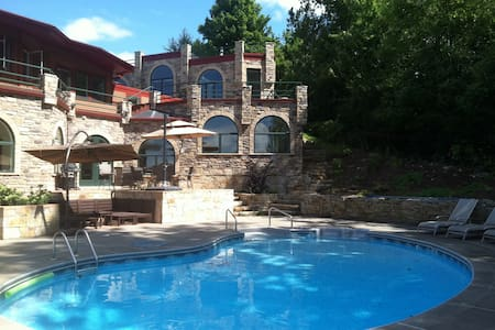 Luxury Studio w/Pool &Mount View - Williston - House