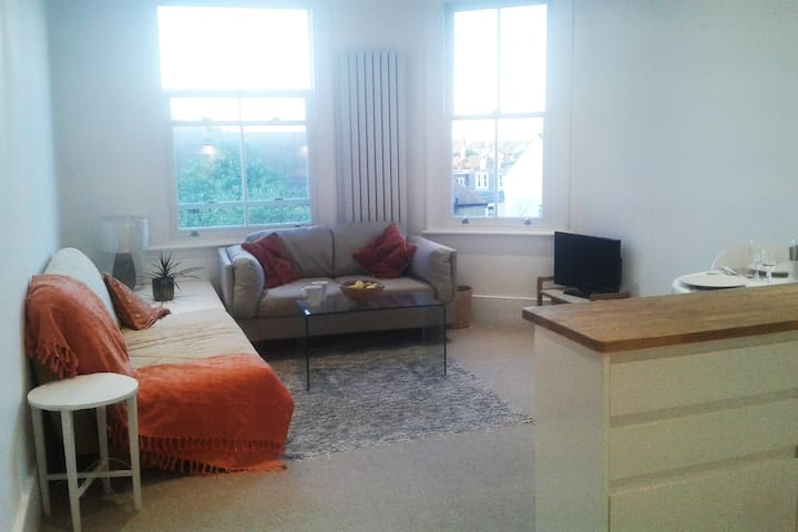 New flat nr Alexandra Palace great transport links