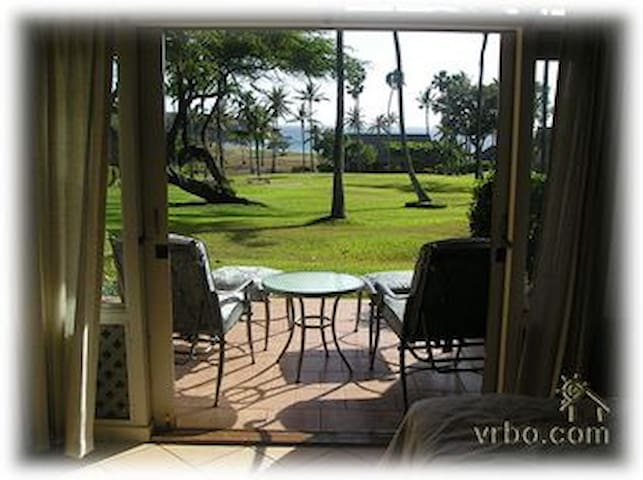 Sit on the lanai and watch the surf against Kiaka rock and listen to the flow of the ocean and the palms all night long...