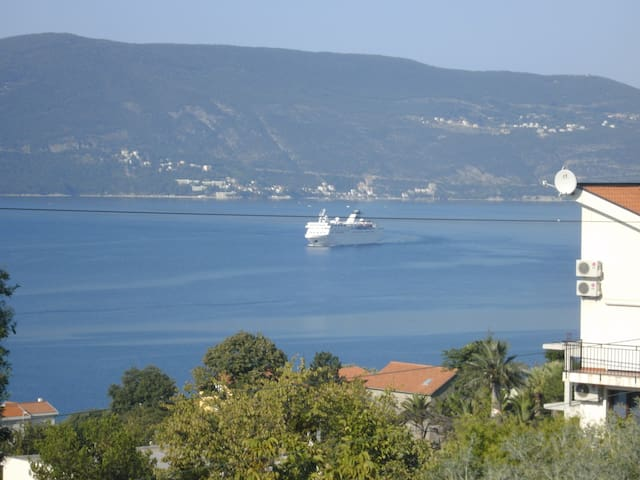 anthonys house great location kumbor herceg novi ,