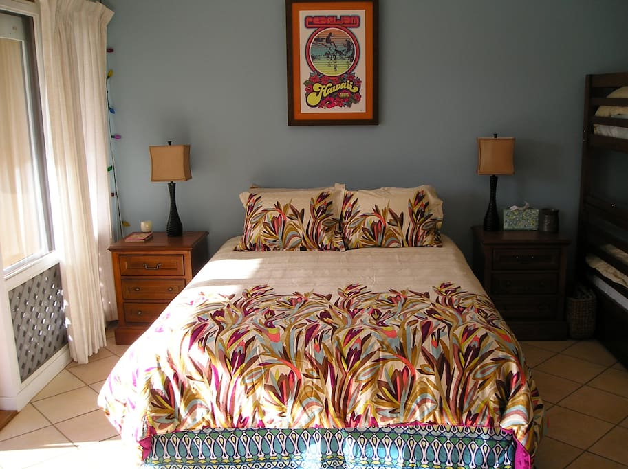 Queen bed with nice comfortable linens.