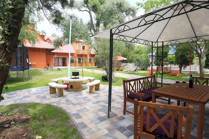 Big apartman with 3 bedrooms, 2 bathr., big garden - Siófok - Appartement
