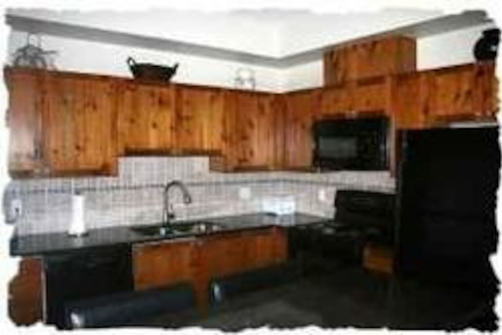 Granite kitchen with new appliances and fully stocked
