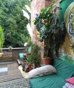 jolie chambre , terrasse prive cote jardin - Forest - Apartment