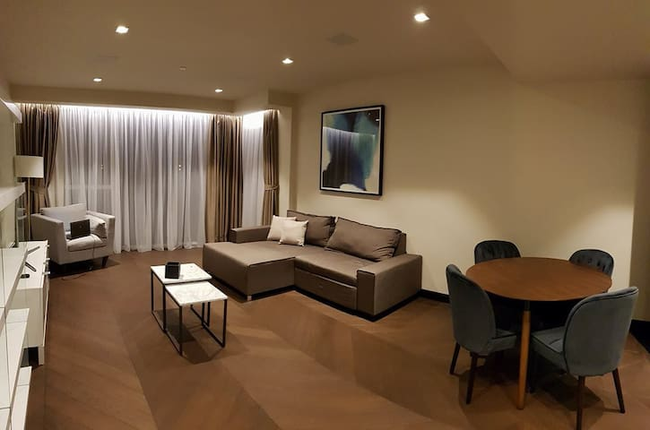 Luxury flat in the City - free spa&gym access