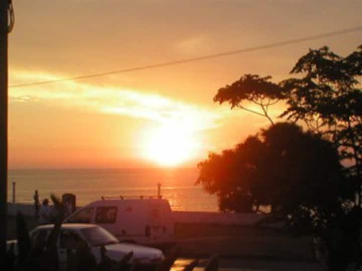 Excelente apto en Costa Azul frente a la Playa