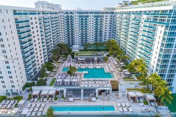 Gorgeous One hotel condo with hotel  amenities