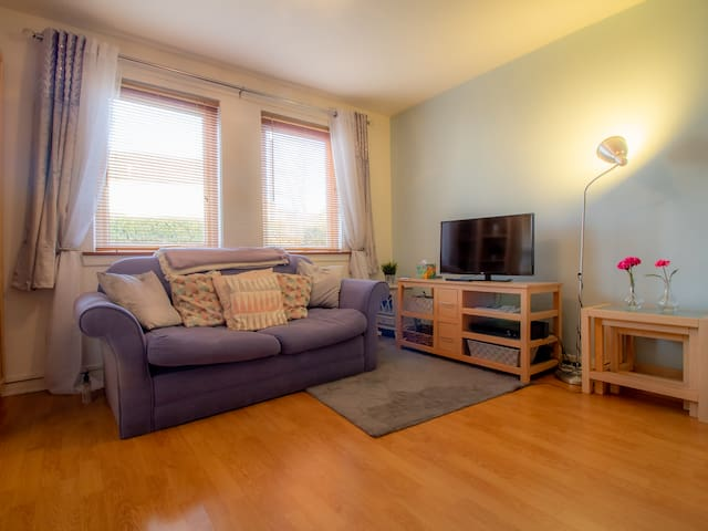 Cosy, Compact and Chic 1BD Apt.- With Parking!