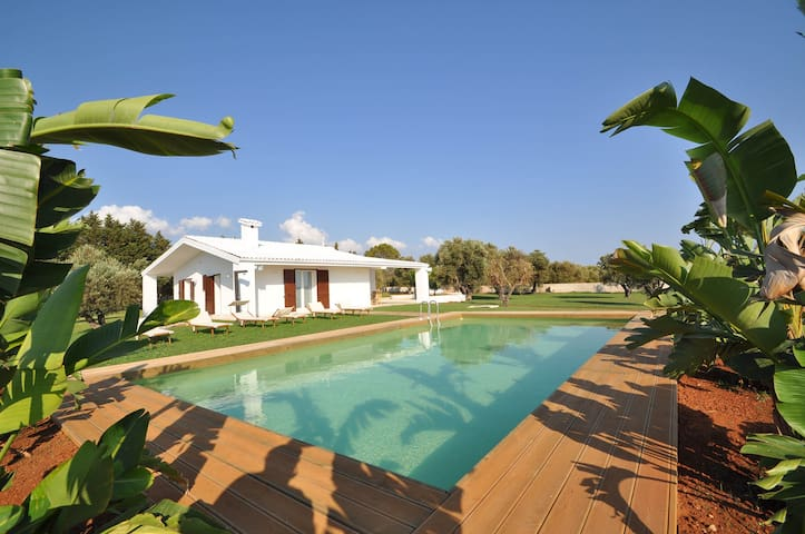 VILLA WITH POOL WITH THREE BEDROOMS