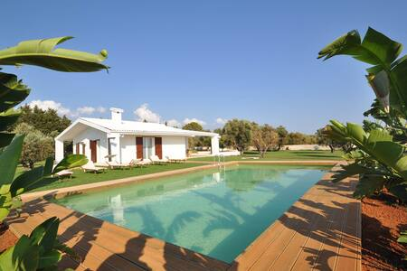 EXCLUSIVE VILLA WITH POOL - Marina di Mancaversa