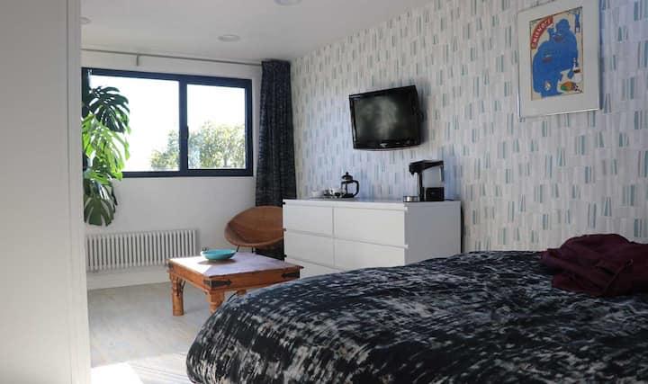 Brand new loft room close to Willesden Junction