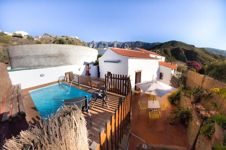 Casa Rural y emblemática en Hoya de Tunte. Piscina