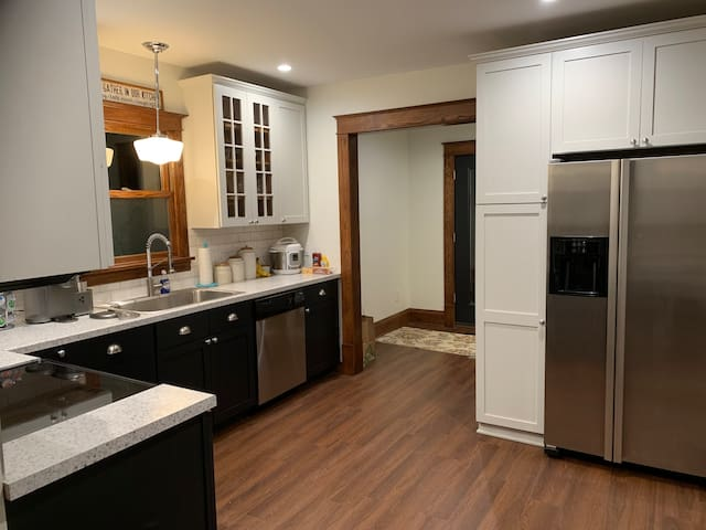 Lux craftsman near Stadiums & U of MN - Sleeps 20