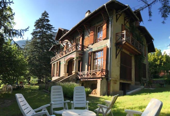 Grande maison à Colmars les Alpes ( 5 chambres)