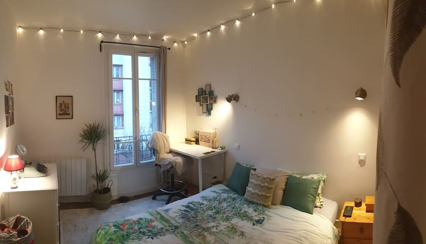 Close to Paris: room in newly renovated apartment