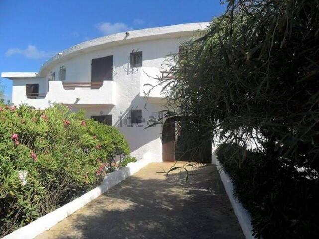 Appartamento fronte mare, ampia spiaggia sabbiosa