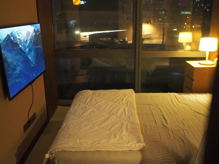 安心长住-超值、真实有品质,地铁上盖,楼下超市落地窗,无印良品床品家具地毯55寸电视 进口卫浴可做饭